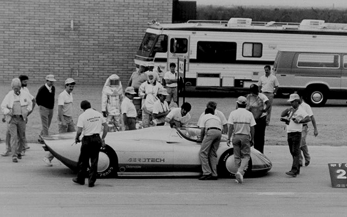 1987 Aerotech coming into pits